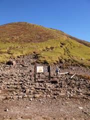 大分県九重連山 三俣山へ秋登山での登山道からの景色