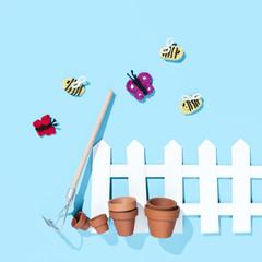 gehäkelte Insekten mit Gartenszene