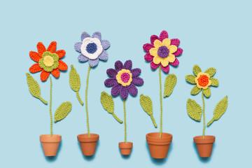 gehäkelte Blumen im Blumentopf