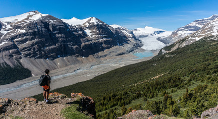 Canada, Alberta, Banff National Park, Saskatchewan Glacier and Valley, Canadian Rockies, Hiker looking at view from mountain