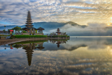 Indonesia, Bali, Pura Ulun Danu Bratan, Reflection of pura temple at sunrise