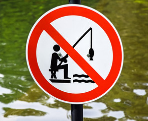No fishing sign next to a pond