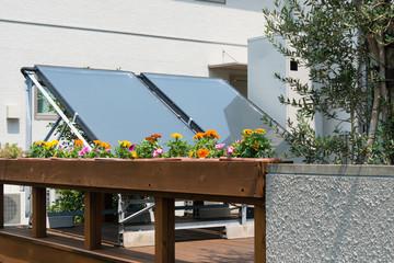 ベランダの上のソーラーパネル