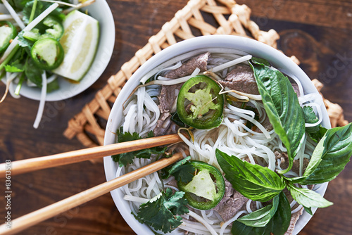 Póster Foto aérea de comer carne pho vietnamita