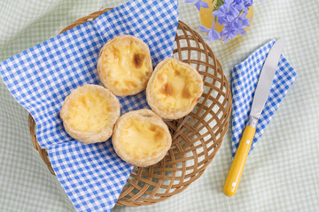 egg tart in the basket