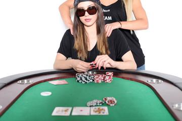 Pokerspielerin wird massiert