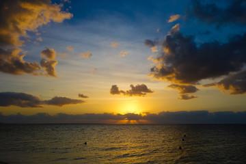 沖縄県 小浜島 ビーチの朝焼け