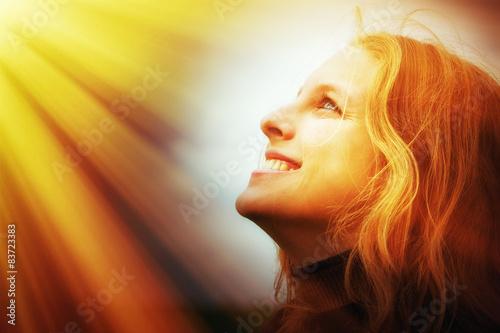 Junge Frau im Licht Poster