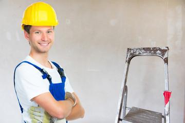 junger handwerker in der ausbildung