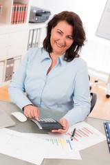 businessfrau bei der projektplanung