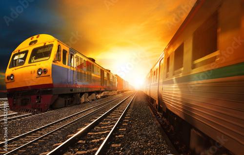 pociągi pasażerskie i kolejki kontenerowe dla przemysłu działające na trasie