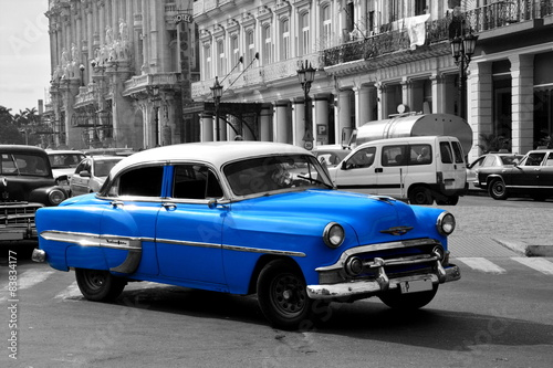 Foto op Canvas Foto van de dag Old blue american car in Havana, Cuba