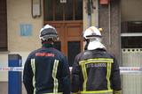 pareja de bomberos