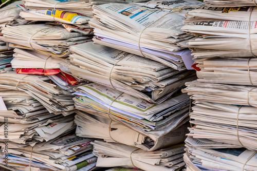 Leinwanddruck Bild Stapel Altpapier. Alte Zeitungen