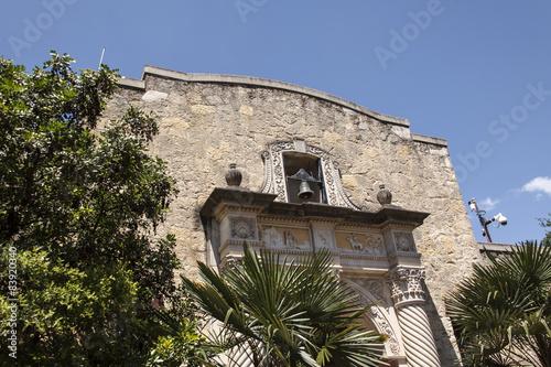 canvas print picture The Alamo, Texas - Seiteneingang mit Glocke