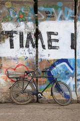 bicicleta muro berlín graffiti 5234-f15