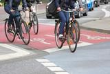 Fototapety vier Räder auf Radweg