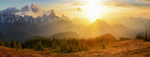 Fototapeta zachód słońca nad górami