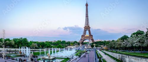 Fotobehang Eiffeltoren Tour Eiffel au crépuscule