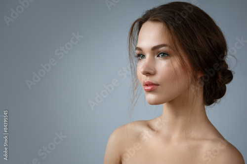 Poster Beautiful woman with natural make up and hairstyle