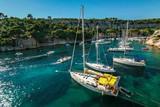 Fototapeta Les bateaux dans le calanque de Cassis