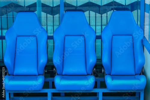 Poster Empty coach and reserves blue bench on a football stadium