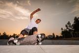 Fototapety Skateboarder in a concrete pool