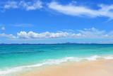 Fototapety 南国沖縄の綺麗な珊瑚の海と夏空