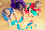 Fototapety teacher and kids playing with geometric shapes