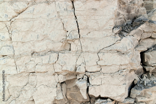 cracked rock face © PRILL Mediendesign