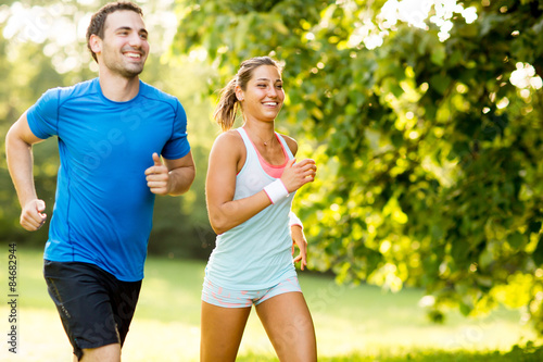 Foto Spatwand Hardlopen Young couple running