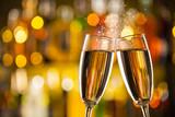 sklenky šampaňského s rozostření pozadí