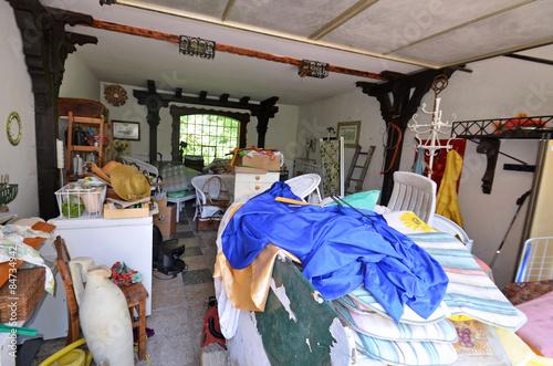 Garage mit müll