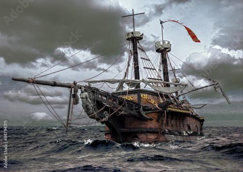 opuszczony-statek-na-morzu