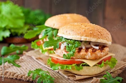 Zdjęcia na płótnie, fototapety na wymiar, obrazy na ścianę : Sandwich with chicken burger, tomatoes, cheese and lettuce