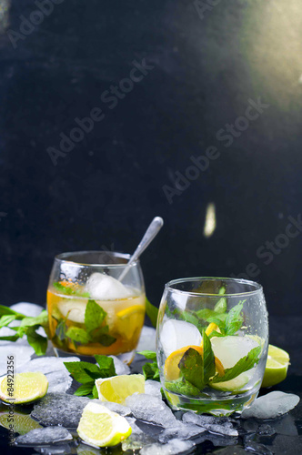 Foto op Canvas Opspattend water Mojito cocktail