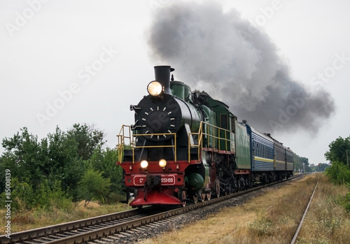 Keuken foto achterwand Bestsellers Old steam locomotive travels by rail