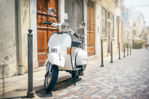 Zdjęcia na płótnie, fototapety na wymiar, obrazy na ścianę : Vespa, Italian scooter