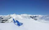 Liegestühle auf dem Berg