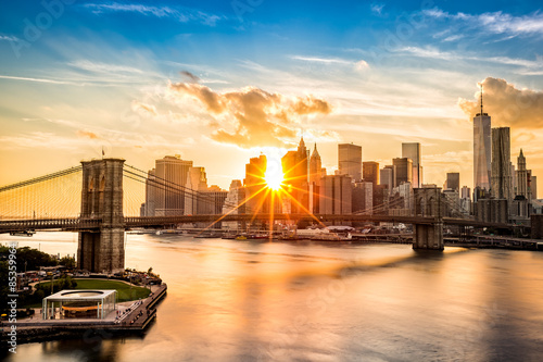 Brooklyn Bridge and the Lower Manhattan skyline at sunset плакат