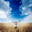 Obrazy na płótnie, fototapety, zdjęcia, fotoobrazy drukowane : man holding up Bible in a wheat field