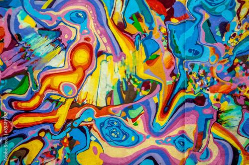 Graffitis aux couleurs vives sur murs et gouttières Poster