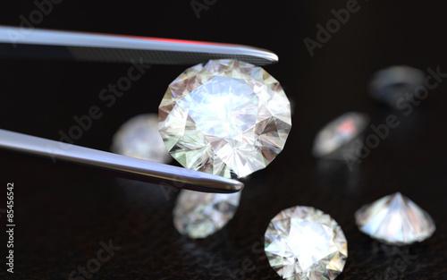 Biżuteria pinceta i diamenty