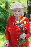 Elderly with a bouquet