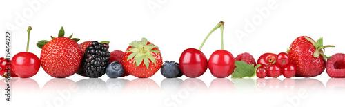 Beeren Früchte Erdbeeren Himbeeren Kirschen in einer Reihe Frei - 85464922