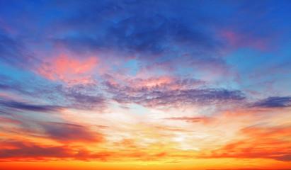 Tekstury nieba jasny wieczór podczas zachodu słońca