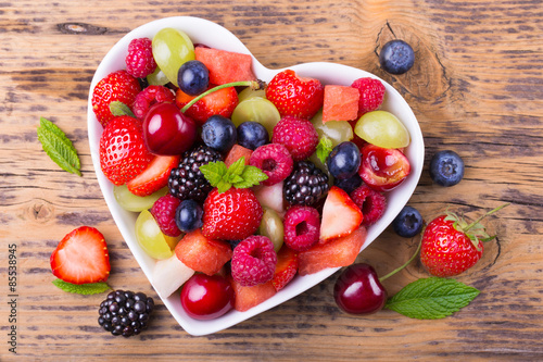 Fototapety, obrazy : Fruit salad in heart shaped bowl - healthy eating