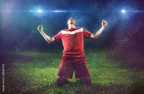 Plexiglas Voetbal Victorious Soccer Player