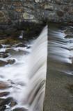 Fototapeta La cascata artificiale sul torrente