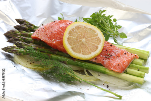 "fresh salmon with asparagus in foil paper, ready for cooking"" Fotos ..."